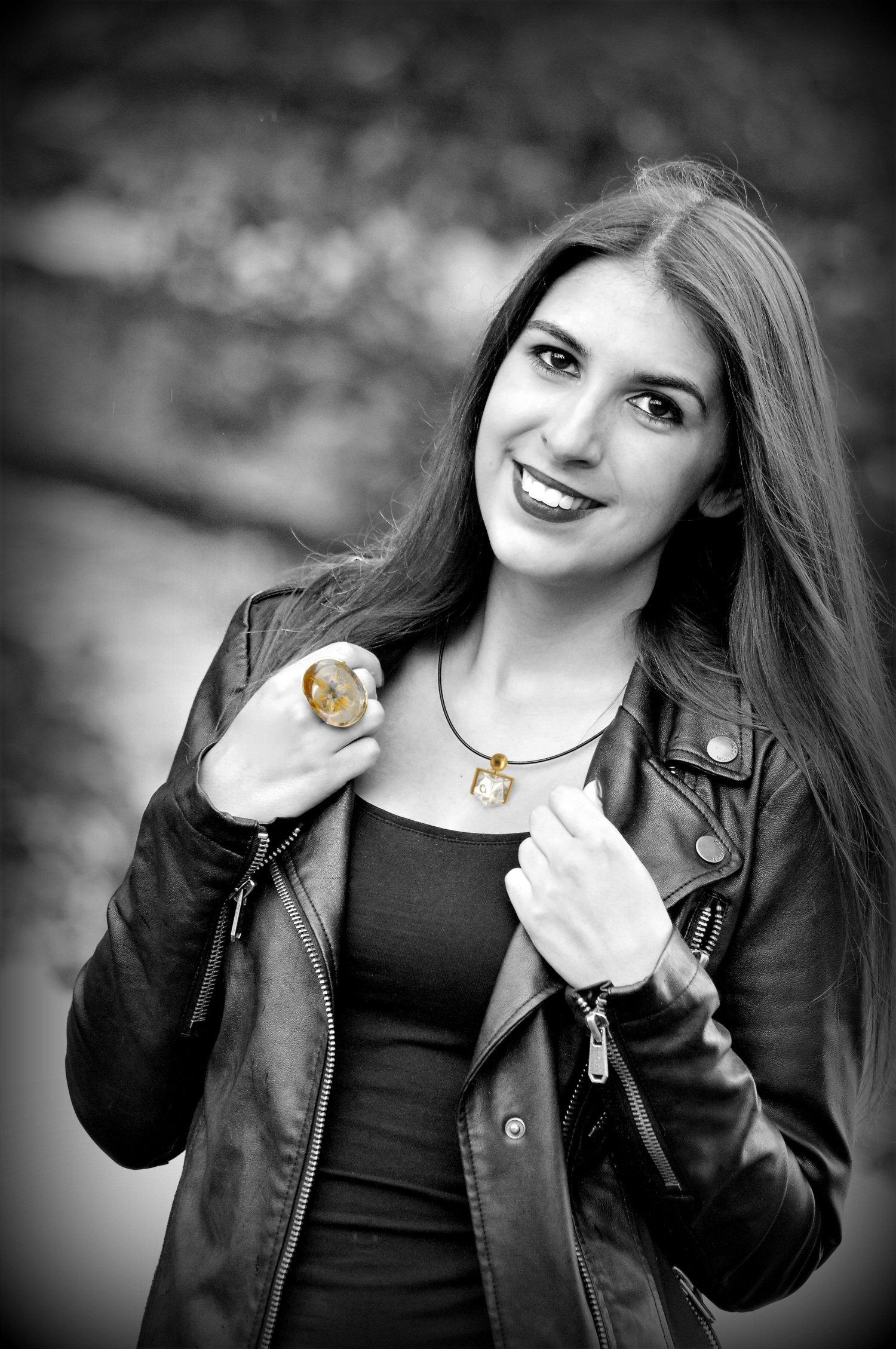Fotomodell Ring und Halskette
